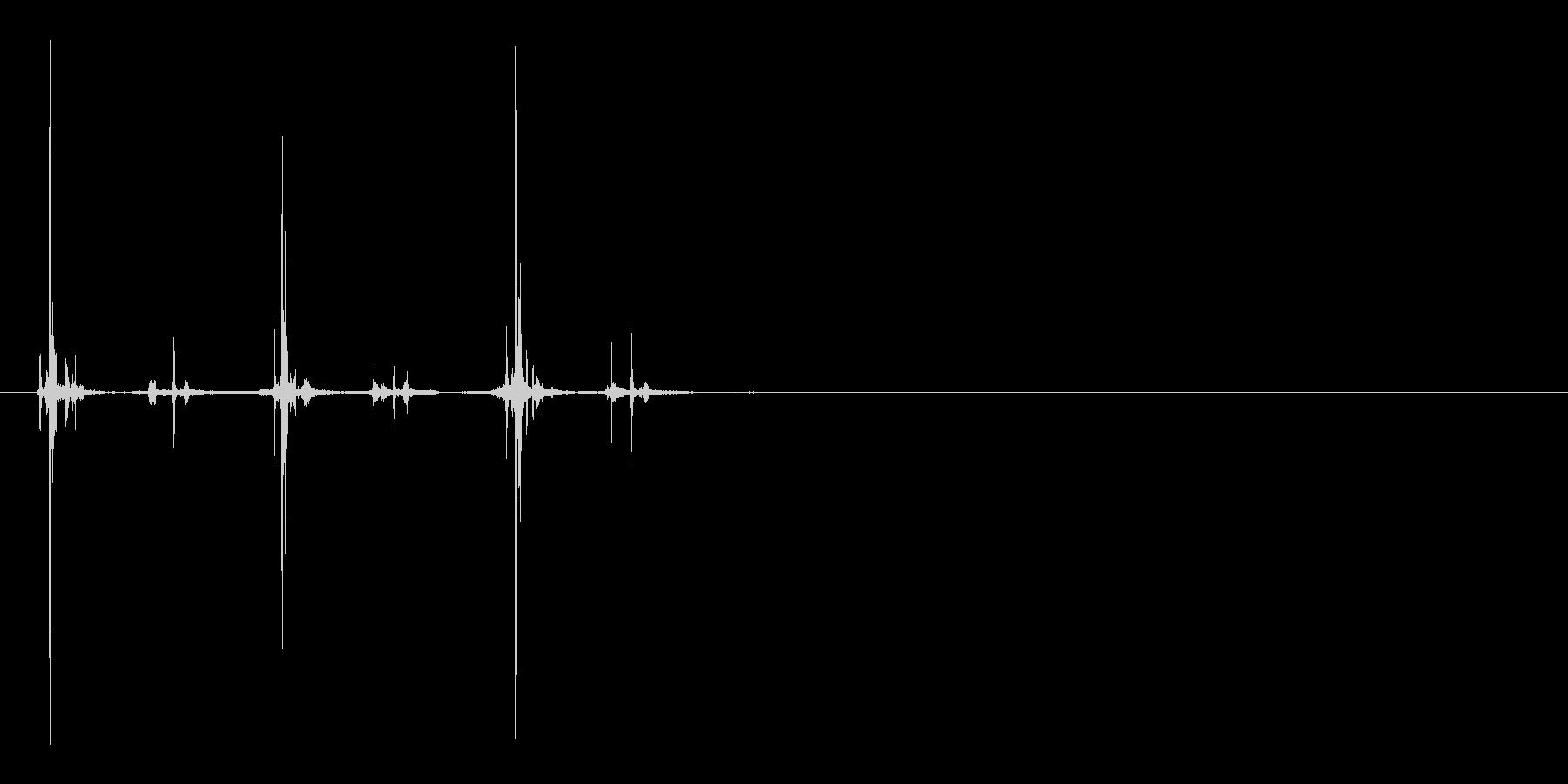 シャープペンを3回ノックする音の未再生の波形