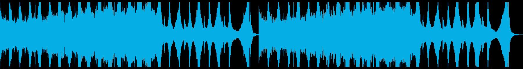 激しいピアノのリフから始まる曲調の再生済みの波形