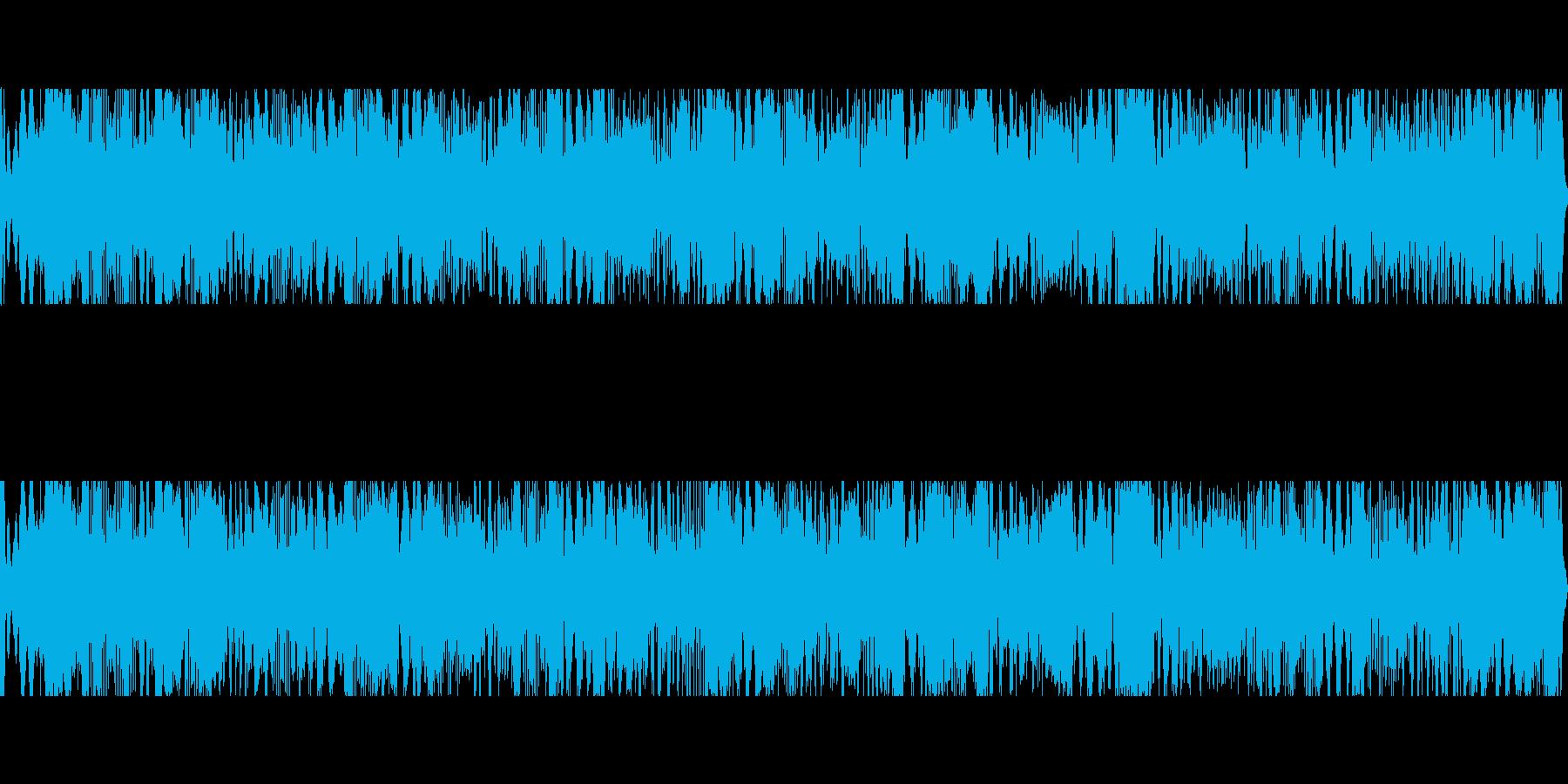 絶え間ないクリック音を伴う深共鳴音とハムの再生済みの波形