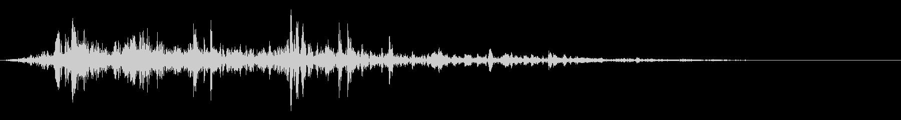 水を流す音(低めのゴボゴボ音)の未再生の波形