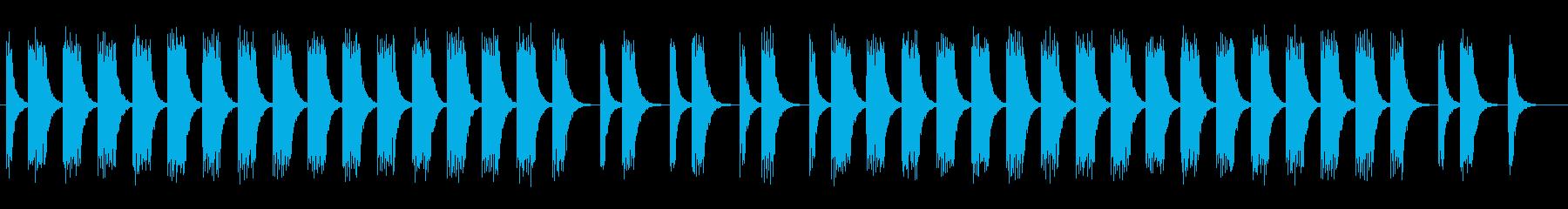 低く神妙な面持ちの曲の再生済みの波形