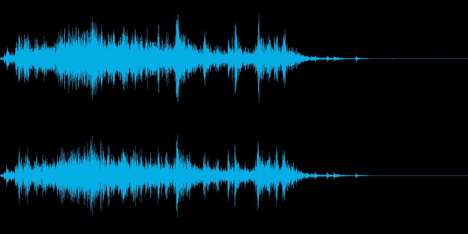 クーラーボックスから氷を取る音の再生済みの波形