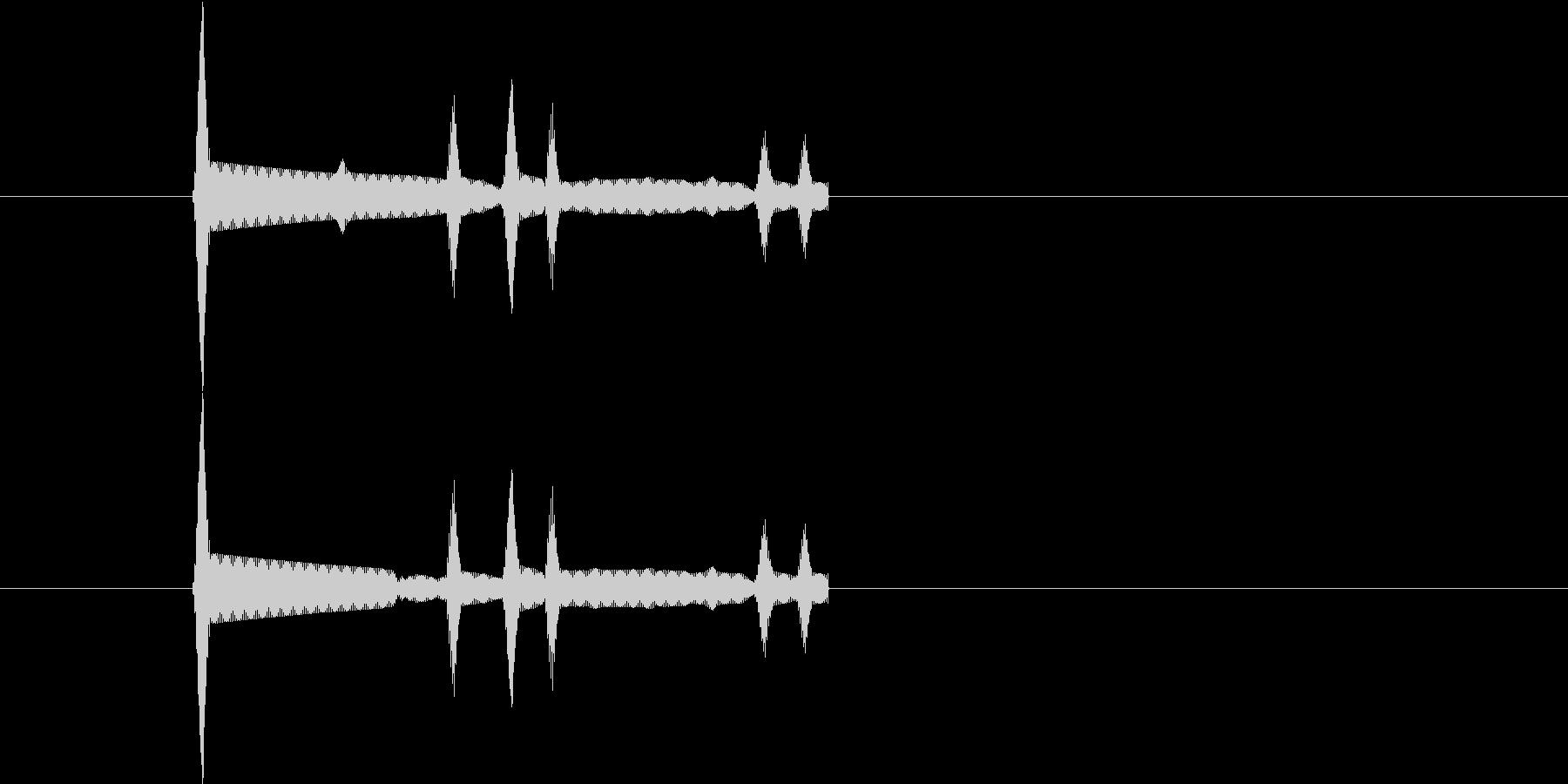 ピッという短いボタン音です。の未再生の波形