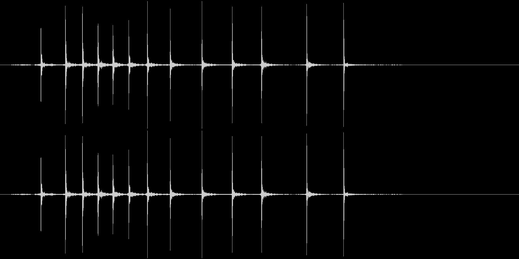 カッターの刃を出す音の未再生の波形