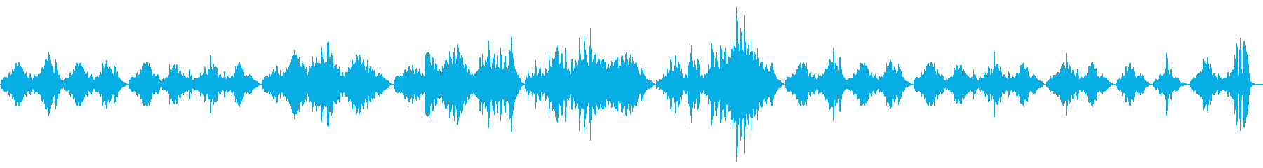 静かで透き通った印象のピアノソロ曲の再生済みの波形