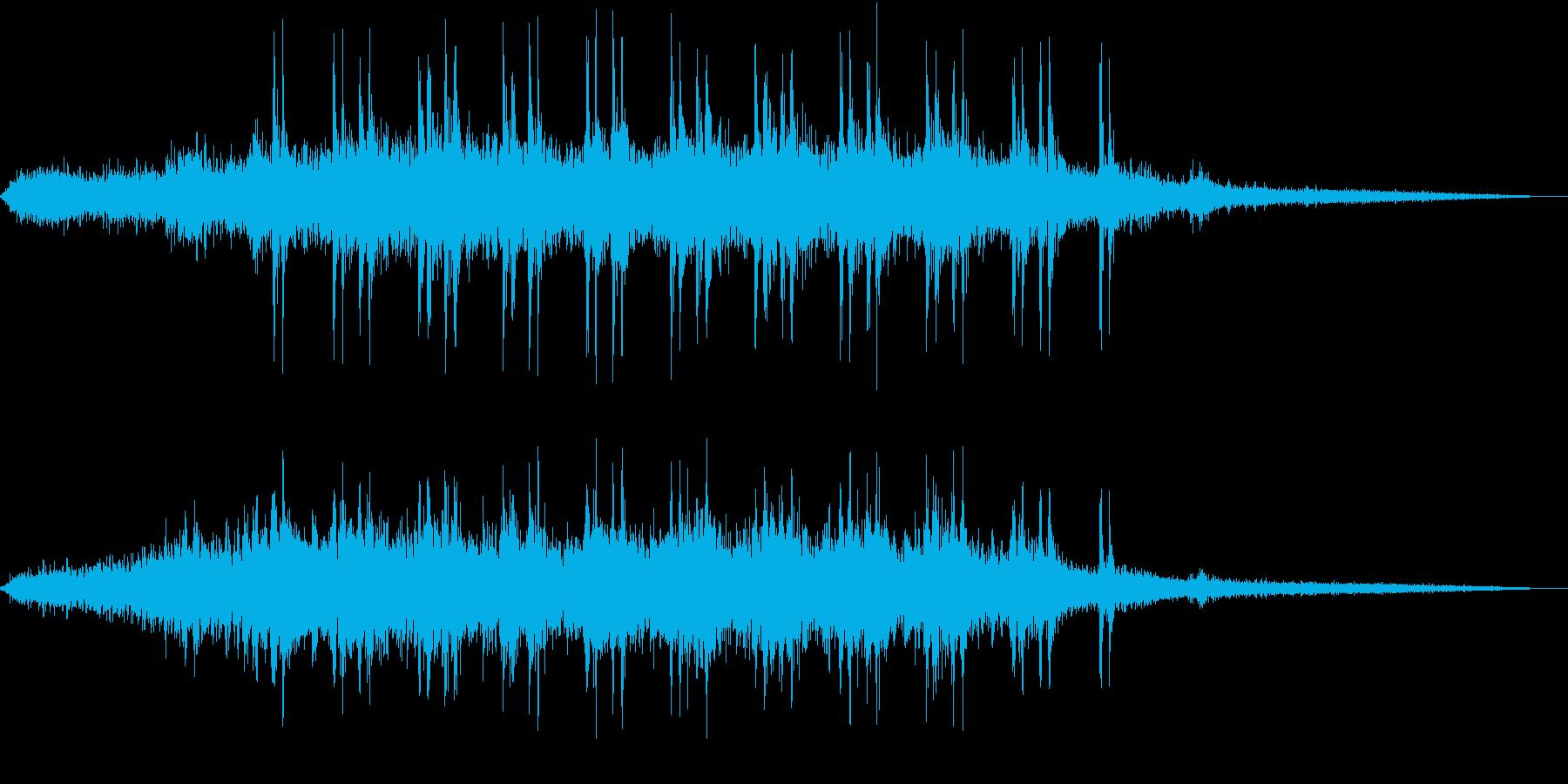 【生録音】高架下で頭上を電車が通過する音の再生済みの波形
