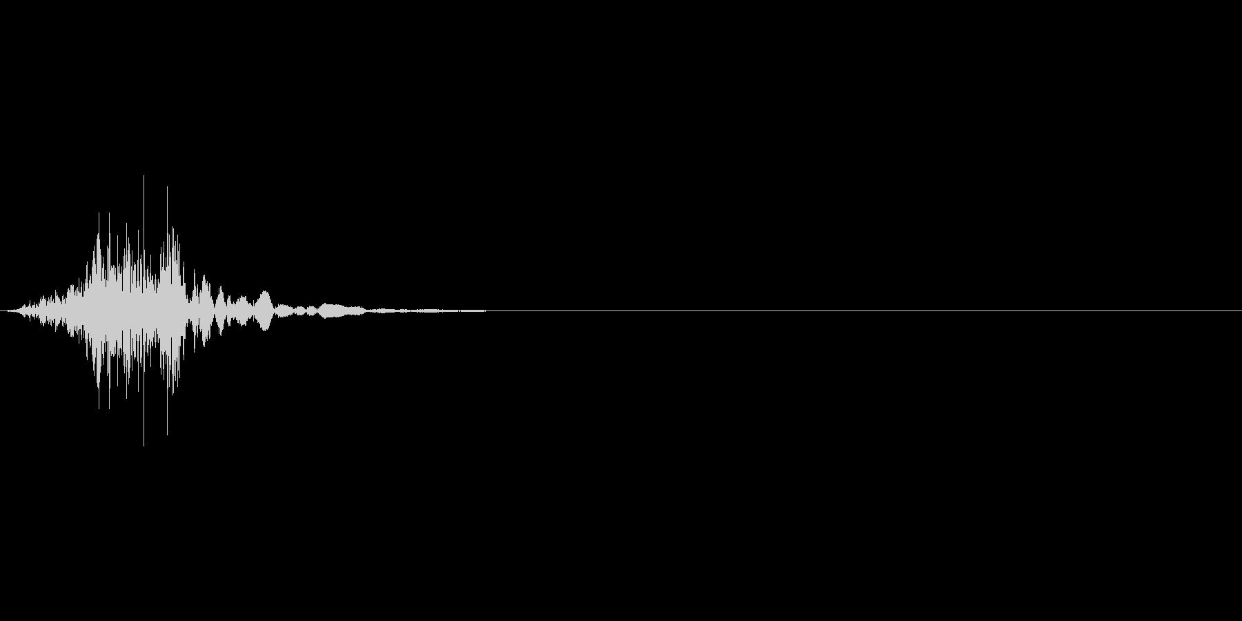 シュバッ(衣擦れ)の未再生の波形