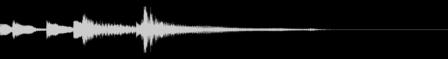 遊び心のあるピアノメインのジャズトリオの未再生の波形
