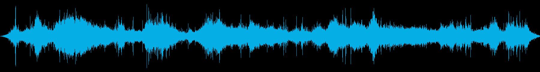 洞窟:遠くの海の波が中程度の、重い...の再生済みの波形
