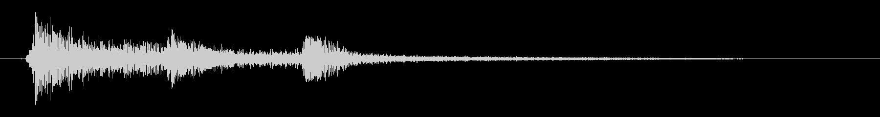 カシャン(金属製の道具の落下音)の未再生の波形