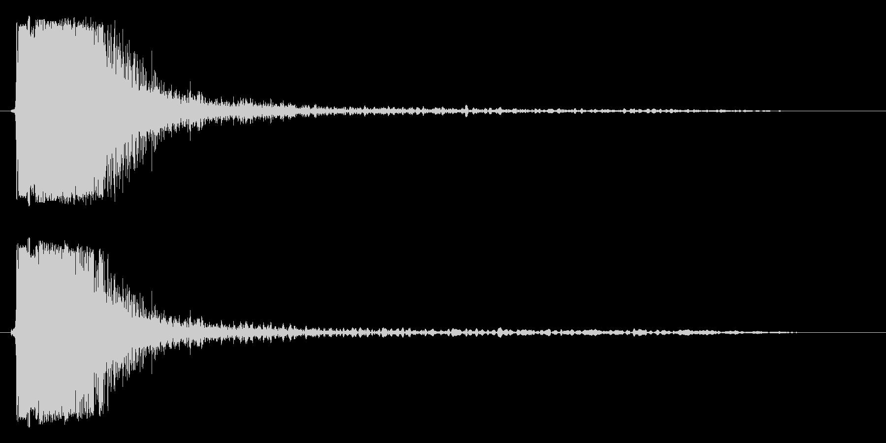 パシッという強い効果音の未再生の波形