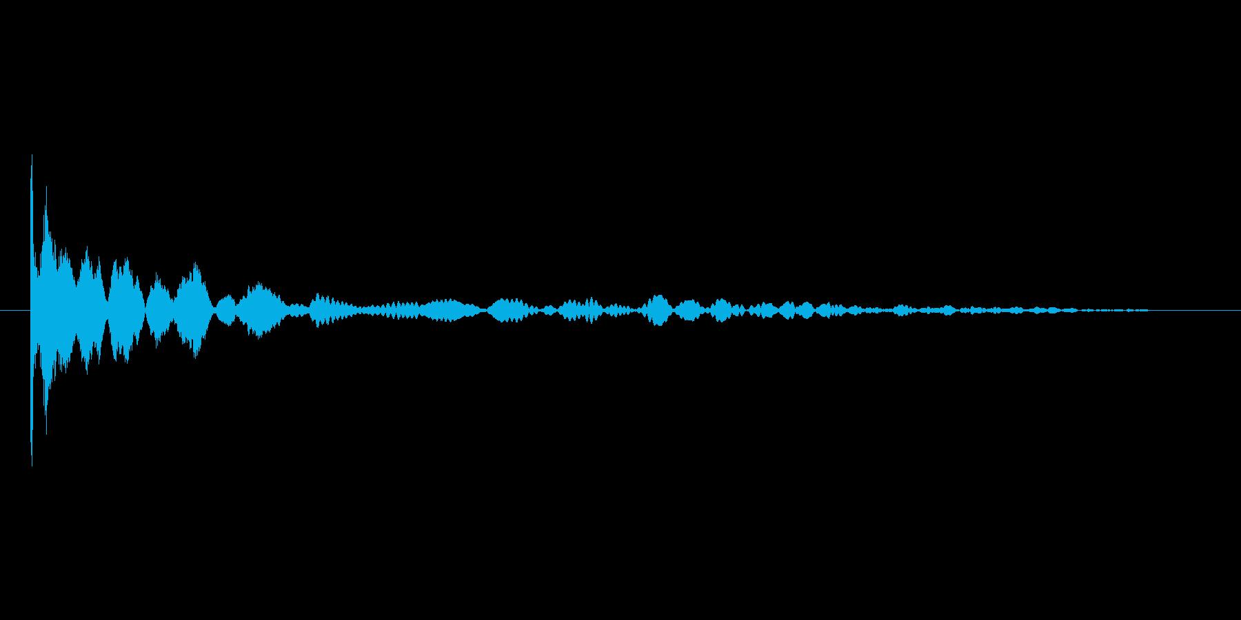 コインを投げる音。コイントスの再生済みの波形