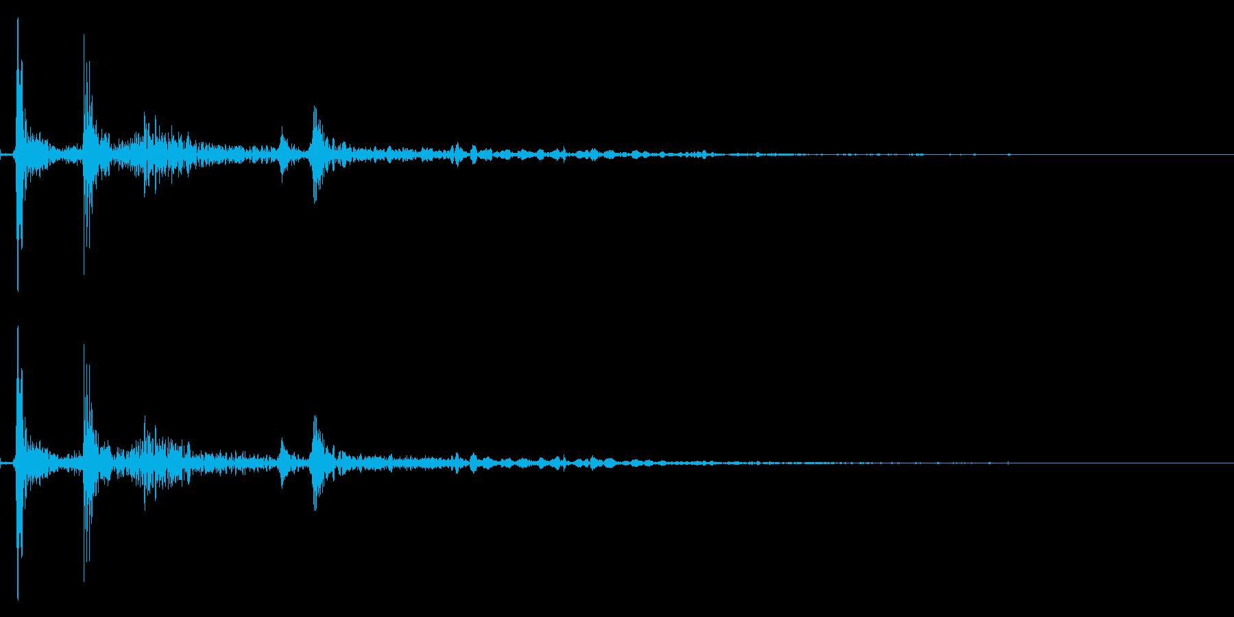 カタン バサッ(本が落ちる音)の再生済みの波形