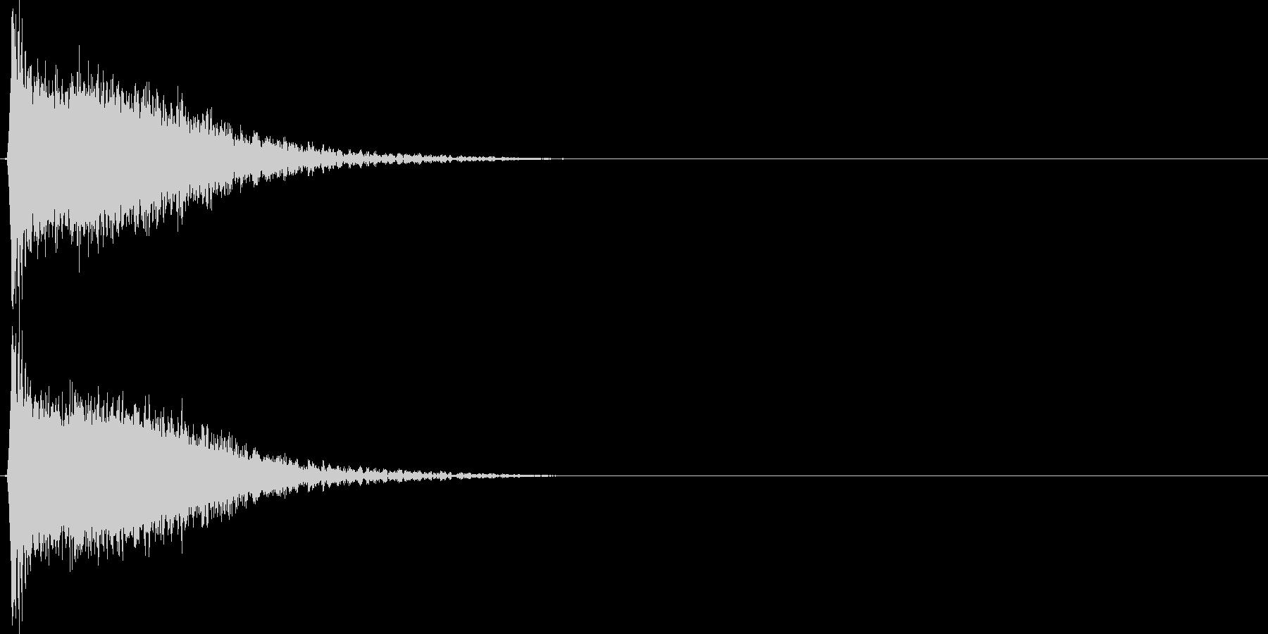 強いインパクトのある音[ギュイーン]の未再生の波形