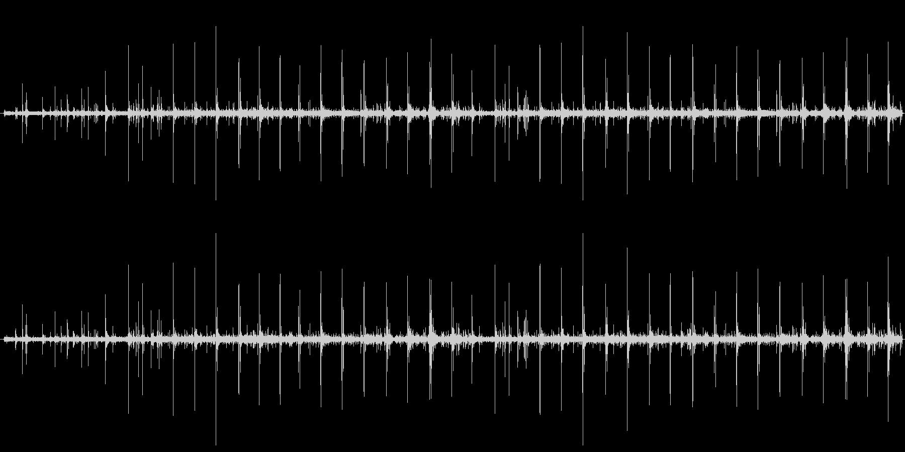 【生音】走る・雨の中・パンプス 「カツ…の未再生の波形