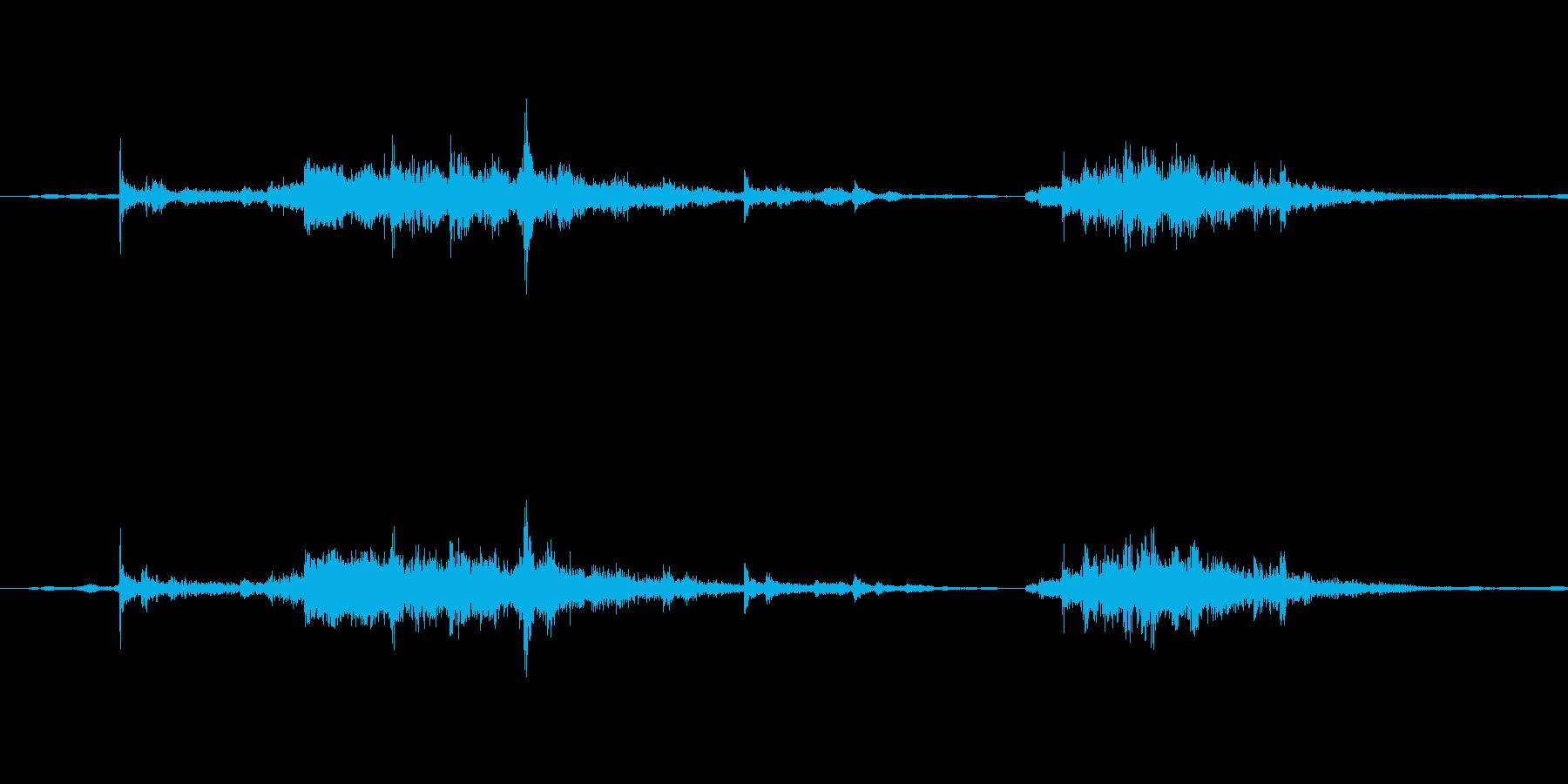 鎧を着て動く歩く時の効果音1(ガシャ!)の再生済みの波形
