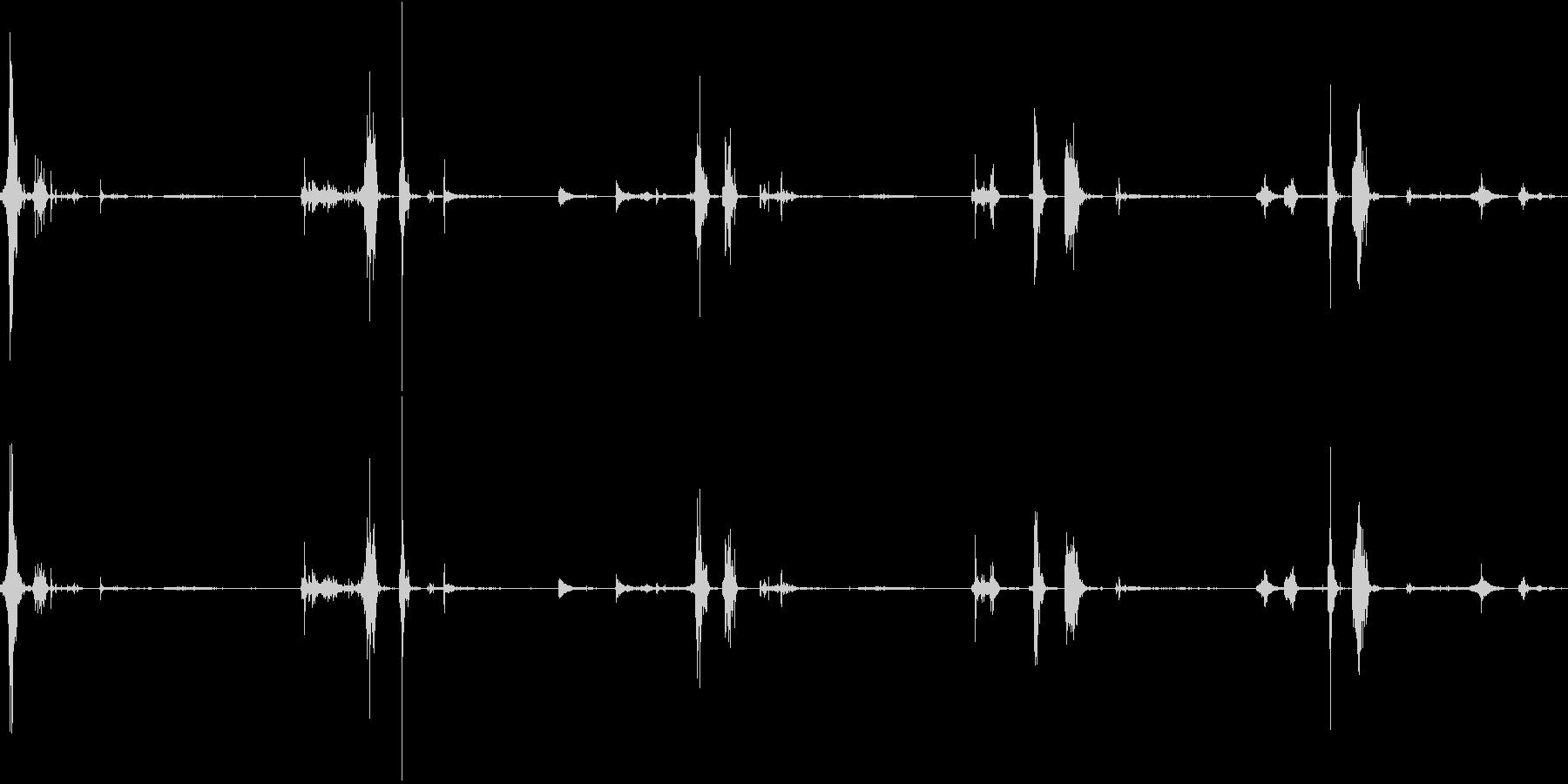 シャベルで穴掘りの未再生の波形
