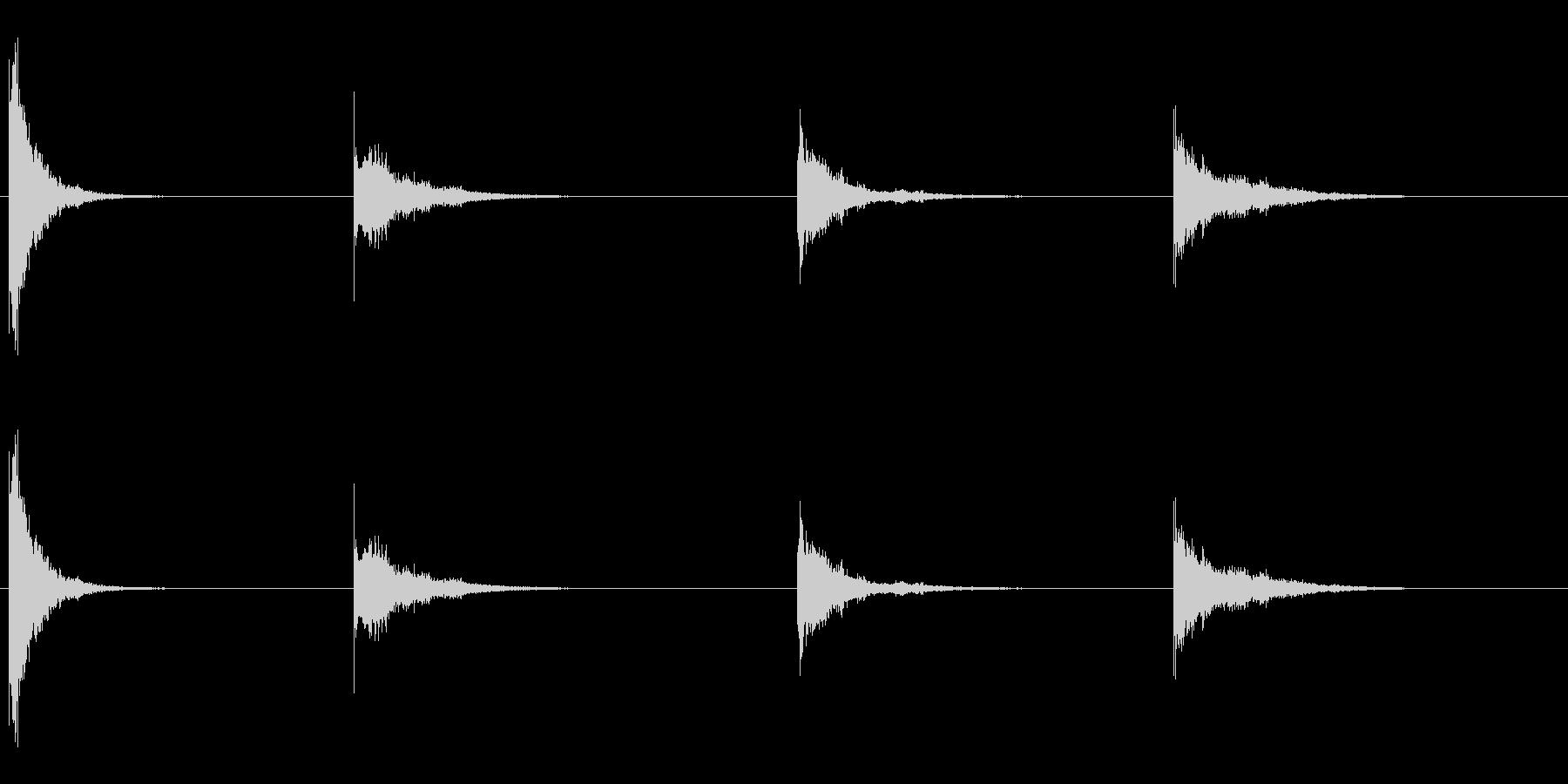 薄いずさんな金属の打撃と振動、4Xの未再生の波形