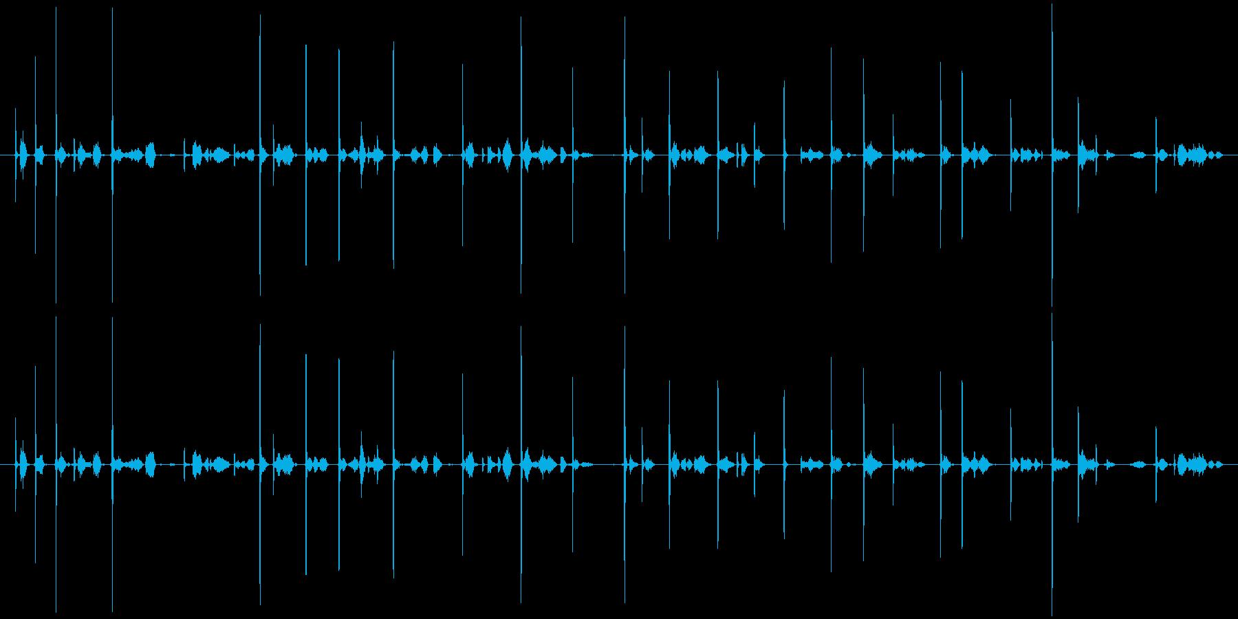カキカキ(鉛筆で文字を書く音)木の板Bの再生済みの波形