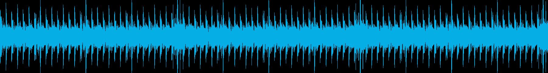 キックドラムとベースラインのシックな音楽の再生済みの波形
