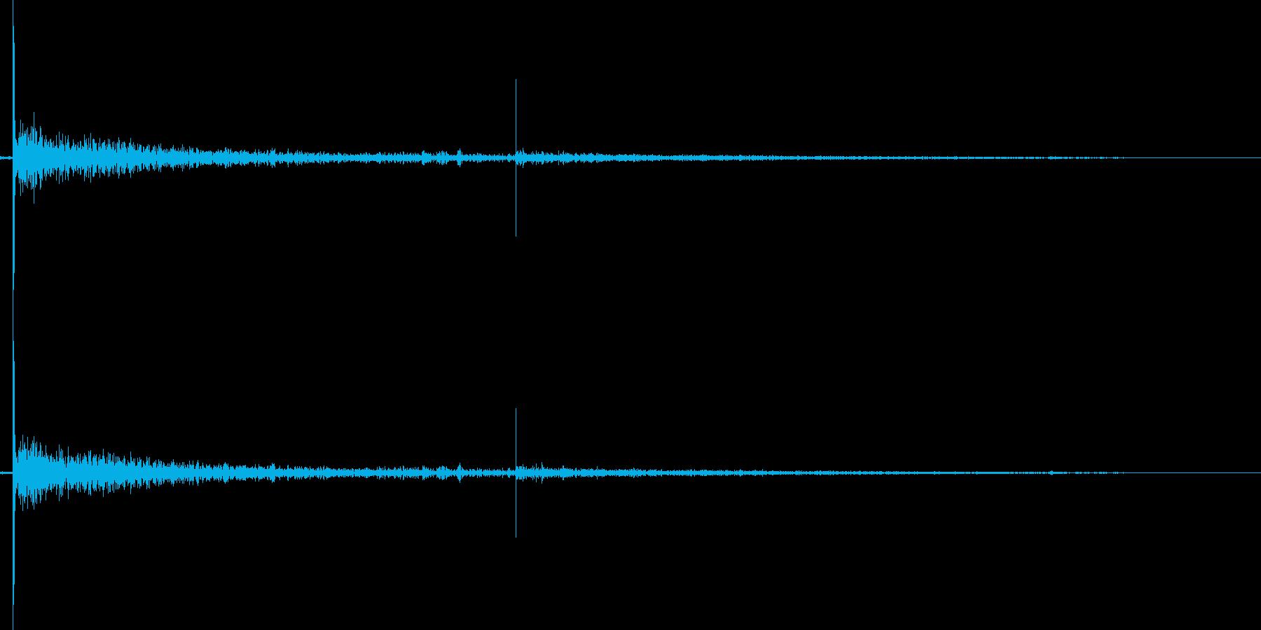 やや遠景で鳴る花火の破裂音単発の再生済みの波形