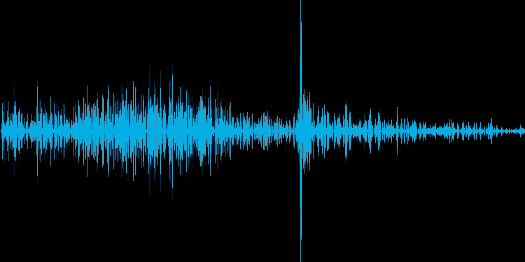 カード(トランプ)を出す音の再生済みの波形