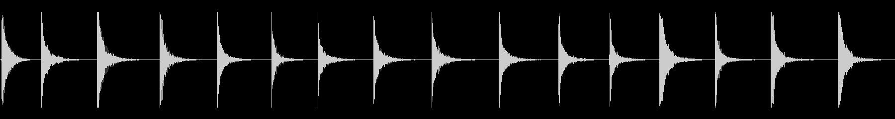 さまざまな低残響金属ヒットの未再生の波形