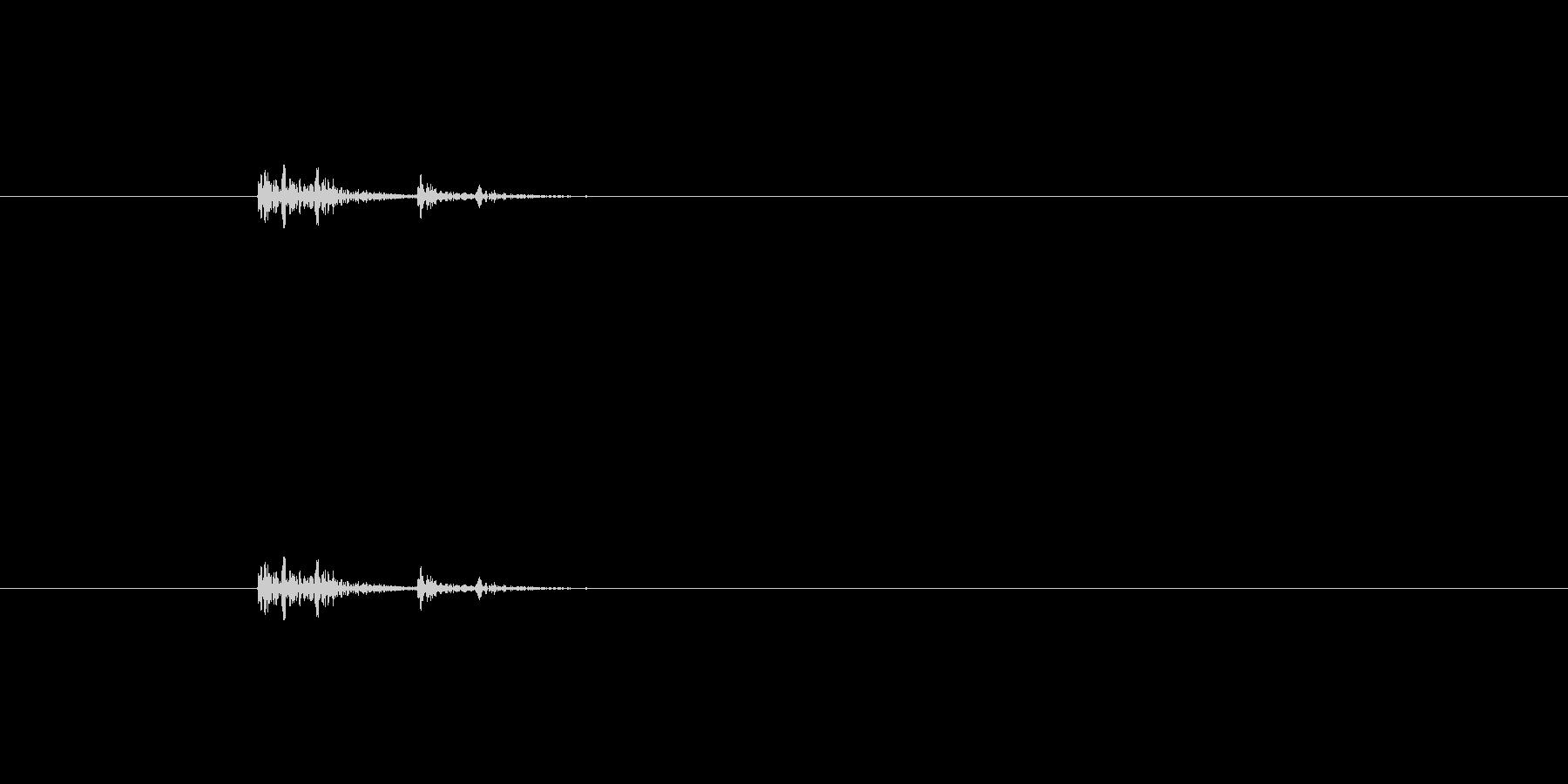 コトッ(物を置く音)の未再生の波形