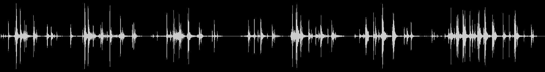 スローで重いメタルディスクの回転と...の未再生の波形