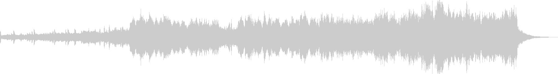 スネアドラムから始まる華やかなマーチの未再生の波形