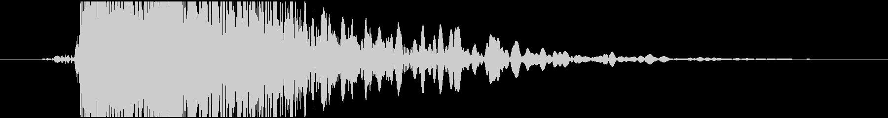 金属への影響:低騒音の未再生の波形