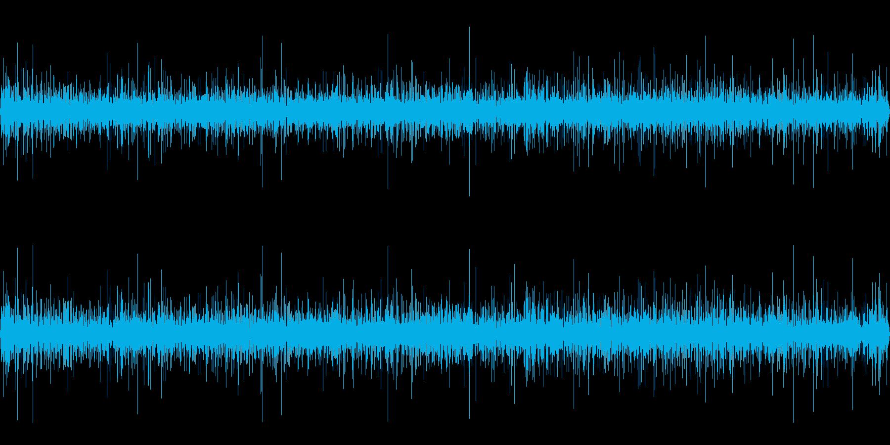 春の山の湧水が流れる音の再生済みの波形