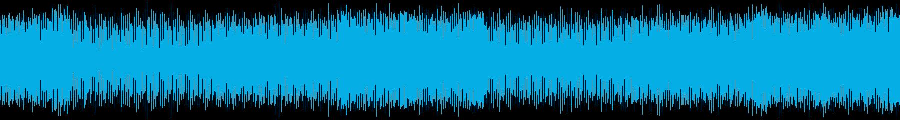 低音のビートが効いたテクノトラックの再生済みの波形