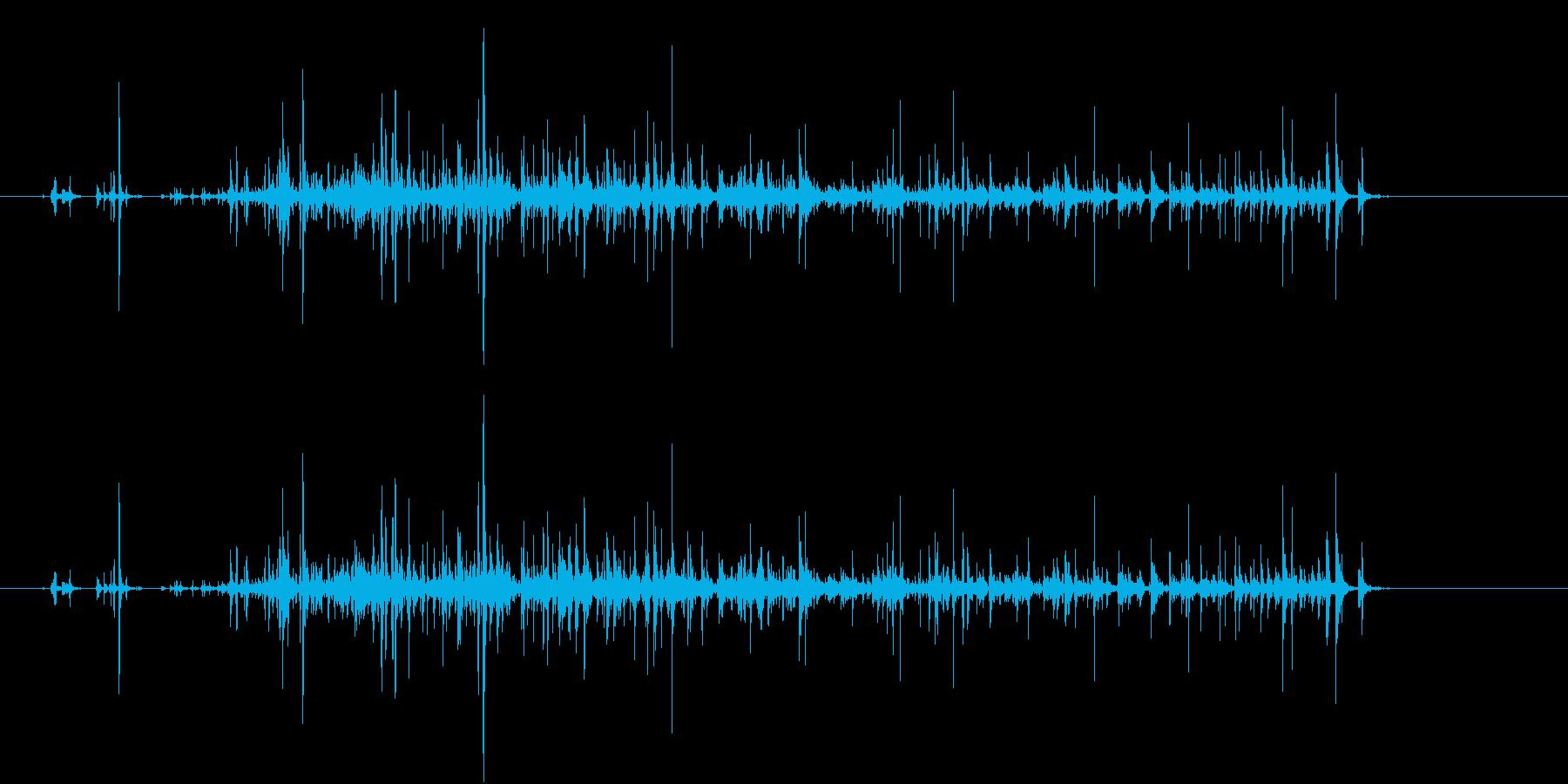 【生録音】コップに飲み物を注ぐ音の再生済みの波形
