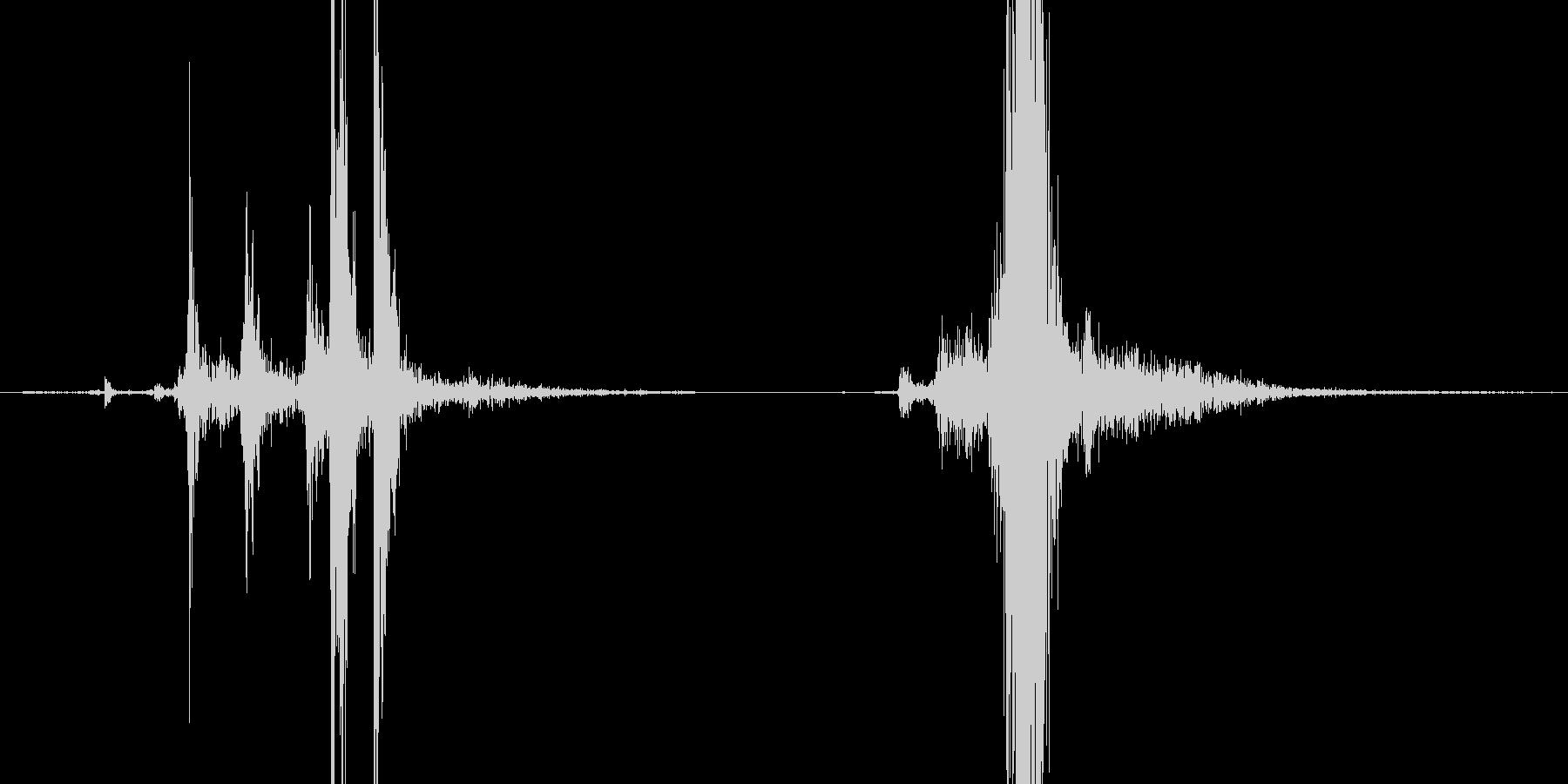 マシンガンのコッキング音の未再生の波形