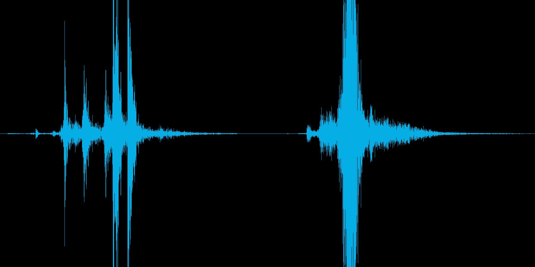 マシンガンのコッキング音の再生済みの波形