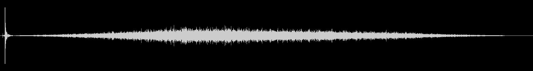 ゴムタイヤの乗り物がパンクした音_02の未再生の波形