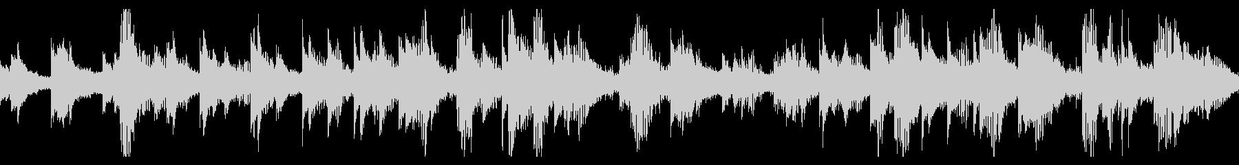 深い響きのピアノと、シンセサイザーの未再生の波形