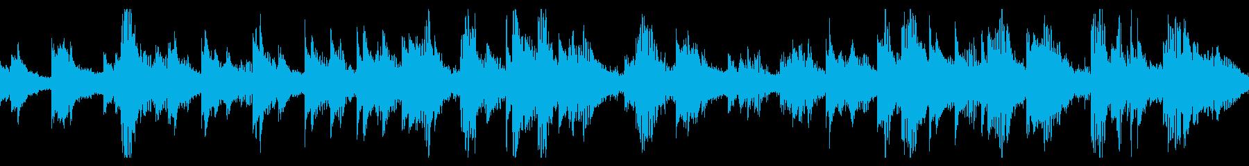 深い響きのピアノと、シンセサイザーの再生済みの波形