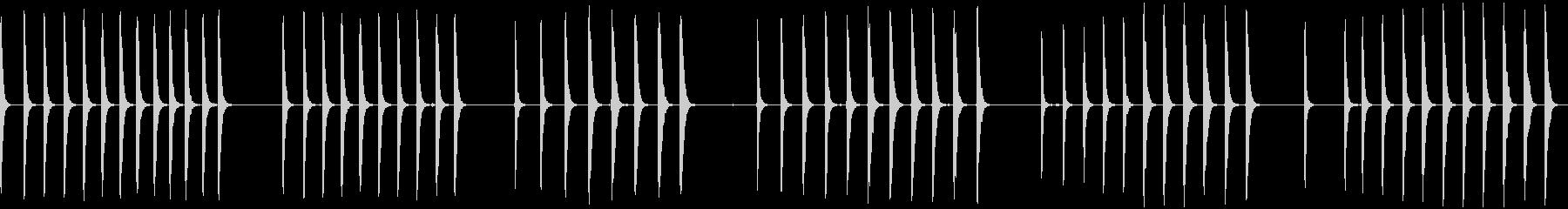木材へのハンマーのいくつかの釘;ヴ...の未再生の波形