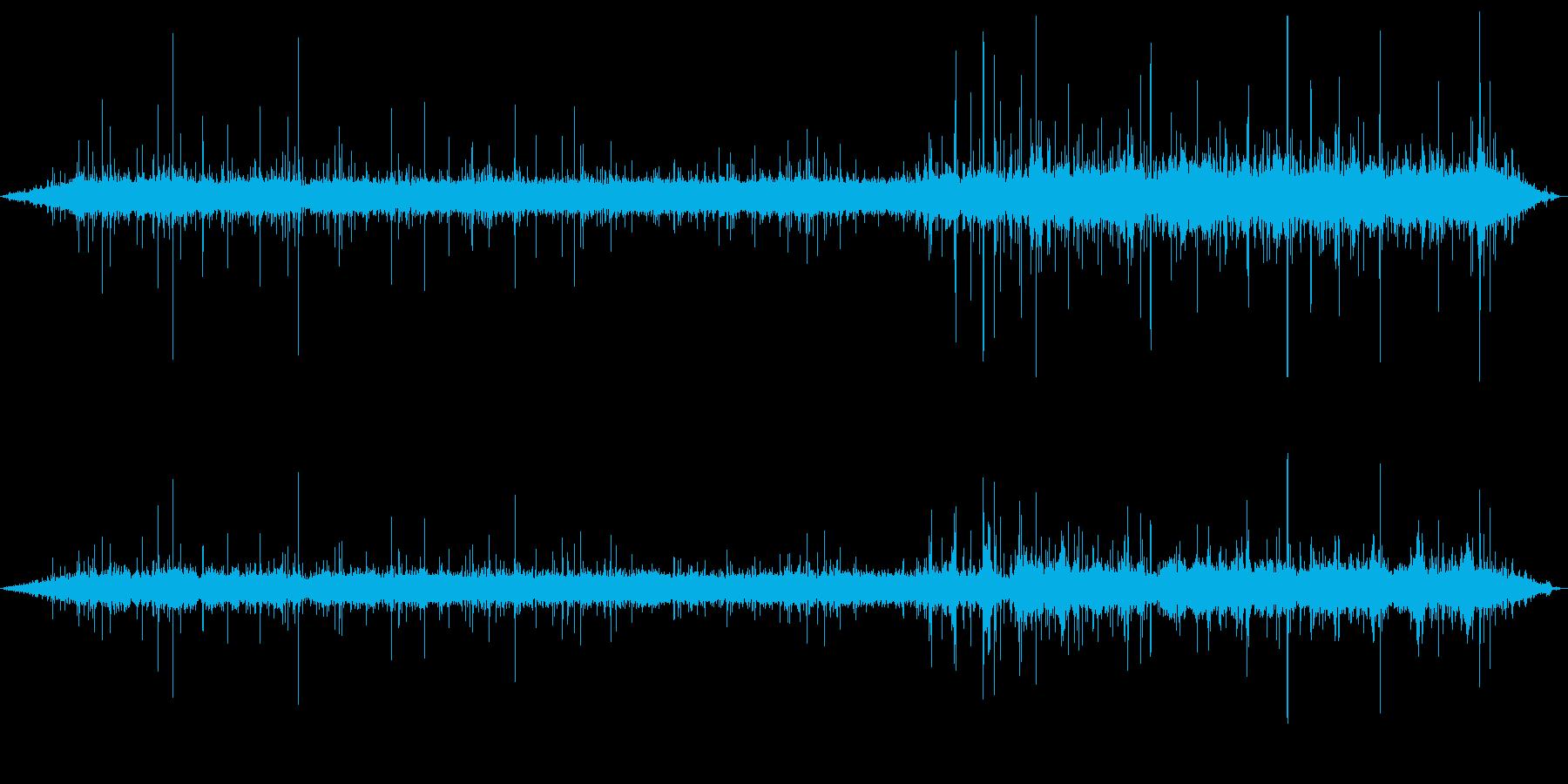 ザーッ(勢いよく降る雨音)の再生済みの波形