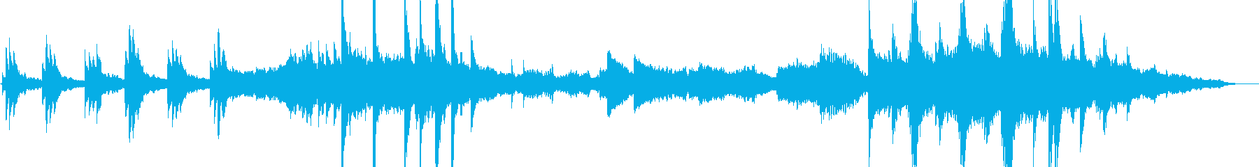 アコースティックピアノ、弦楽器、ベ...の再生済みの波形