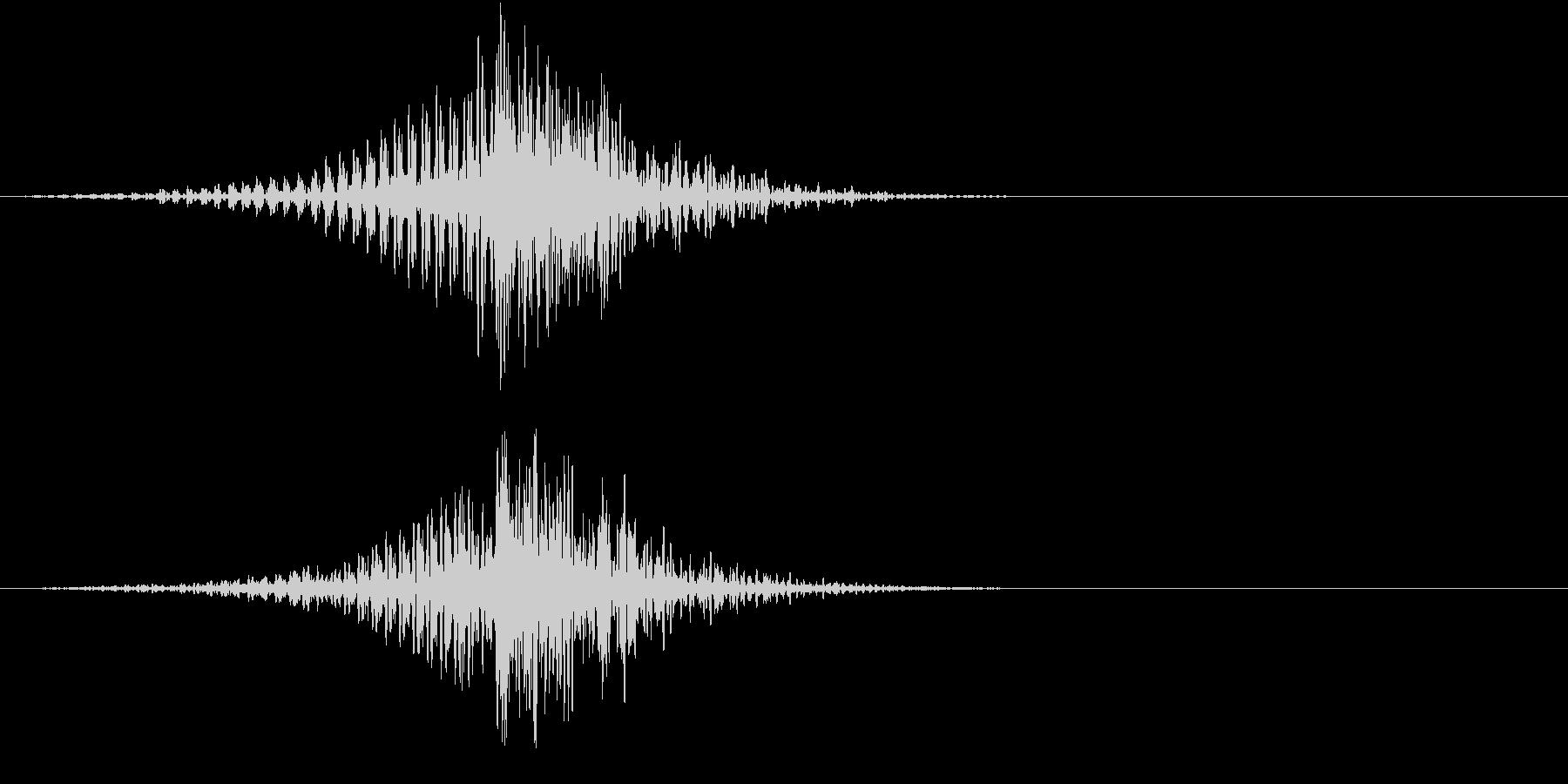 フェードインして大きな太鼓の音の未再生の波形