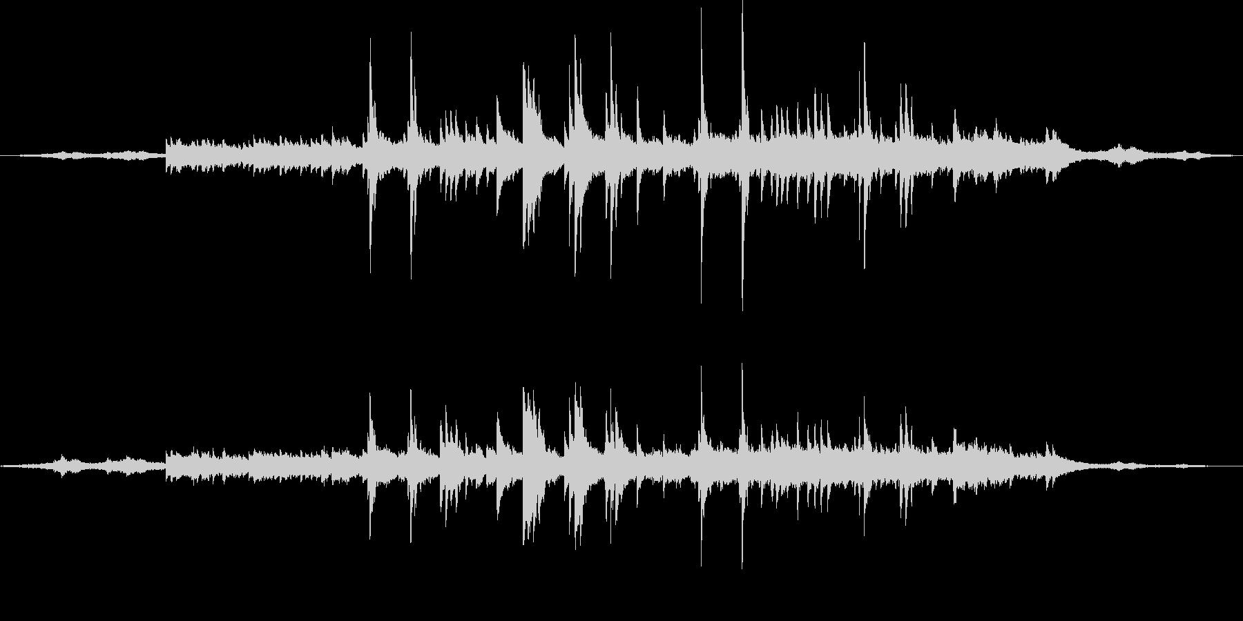 波音に寄り添うようなセンチメンタルピアノの未再生の波形