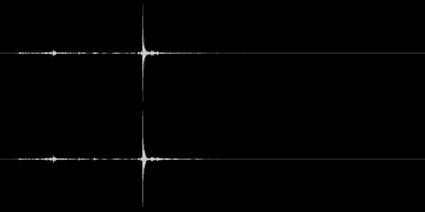 カチャ、スチャ系のUI、構える系の音の未再生の波形