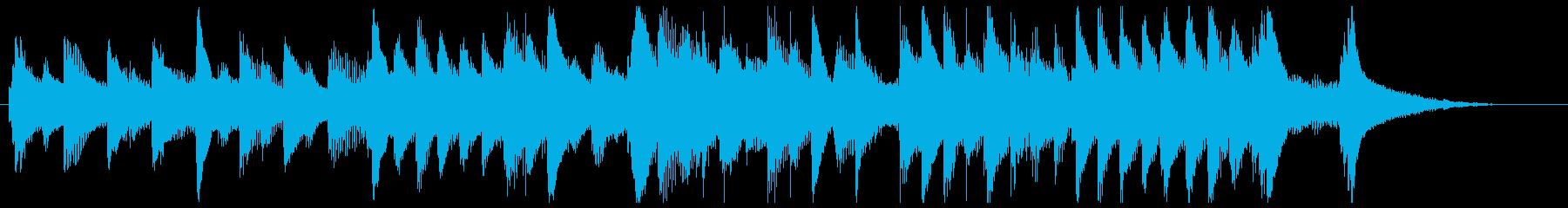 ピアノと弦楽の美しく物悲しいジングルの再生済みの波形