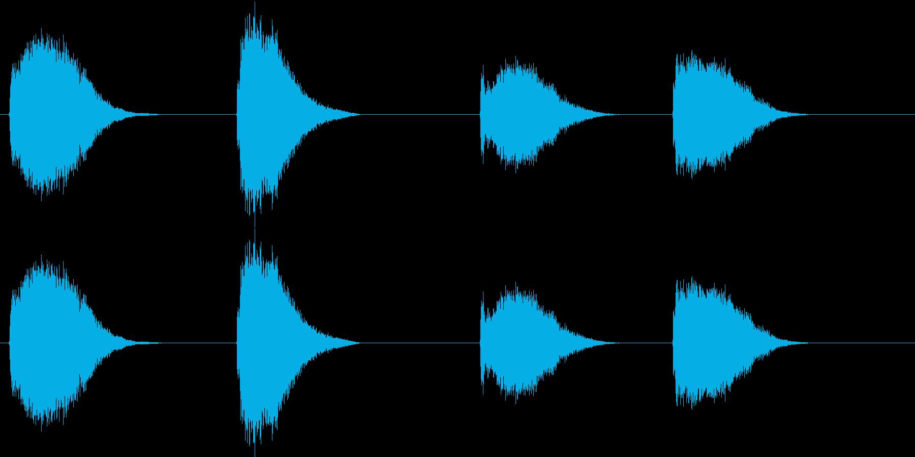 水中にリリースされたシャープな電荷の再生済みの波形