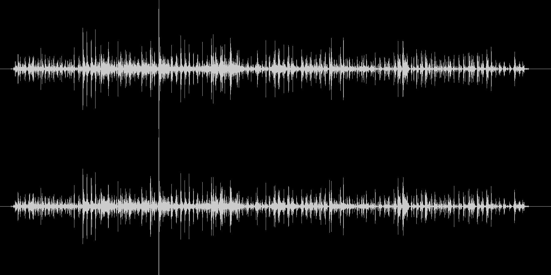 シャララーン…鈴の音色のような効果音の未再生の波形