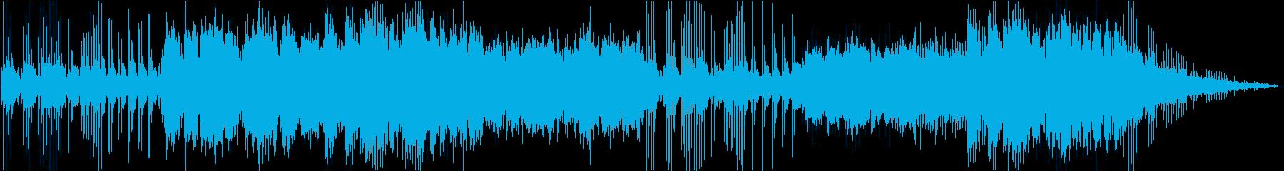 ピアノとシンセサイザーの印象的な旋律の再生済みの波形