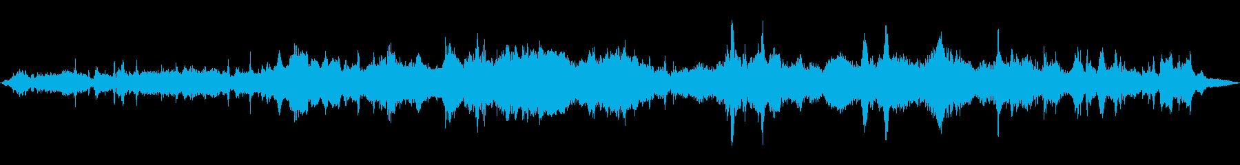 小さなスタジオの視聴者:男性と女性...の再生済みの波形